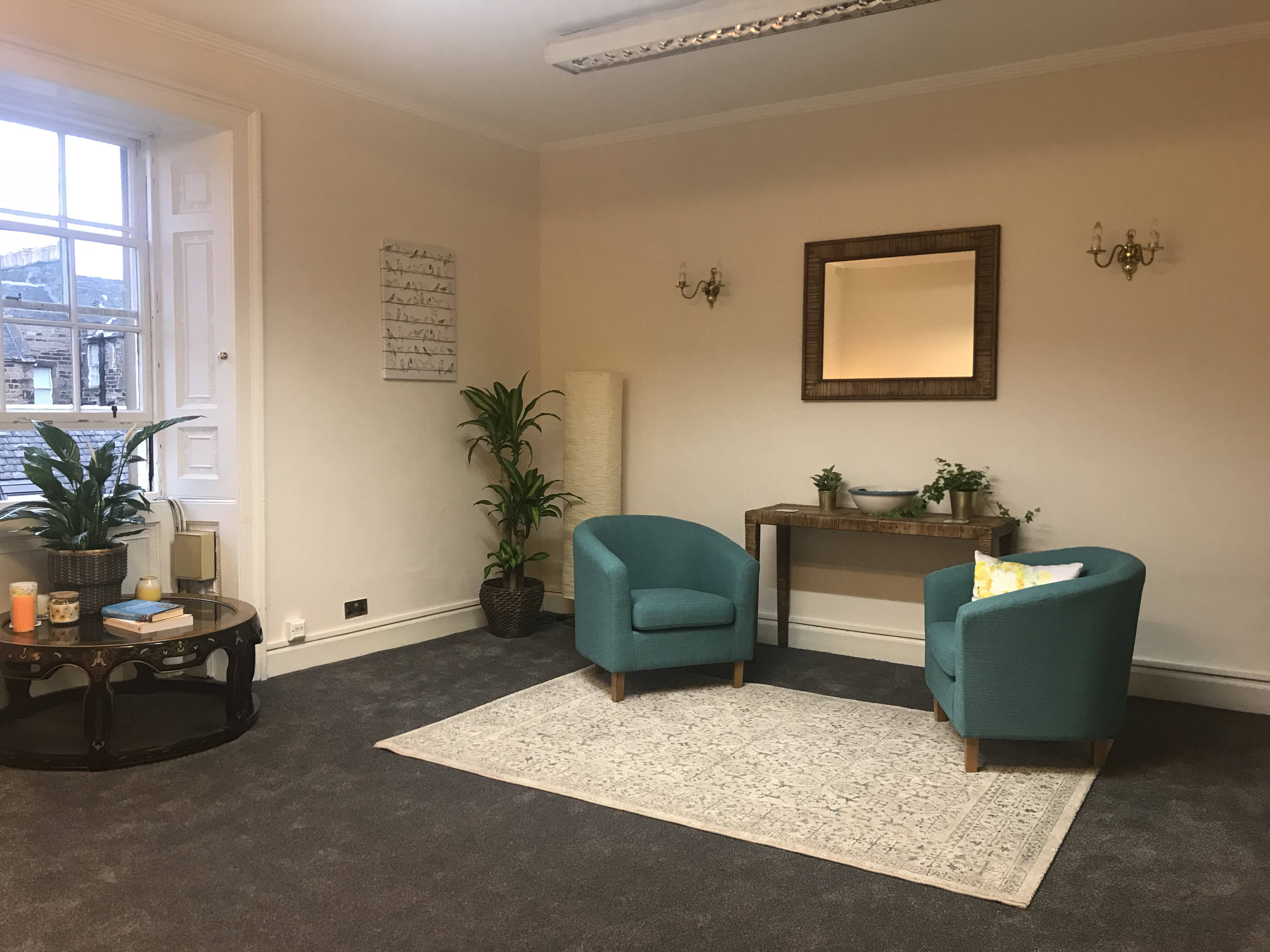 Good-sized therapy room in central Edinburgh